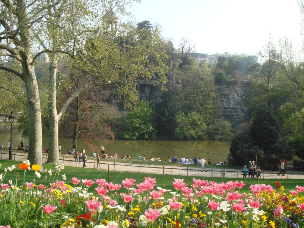 Parc_Buttes_Chaumont_Paris_France_Spring_2007