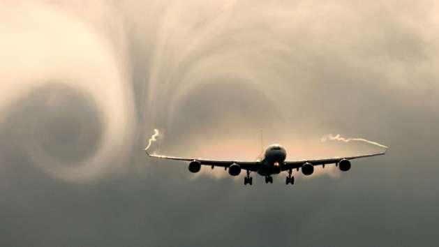 aircraft-planes_hdwallpaper_air-turbulence-behind-a-plane_79391