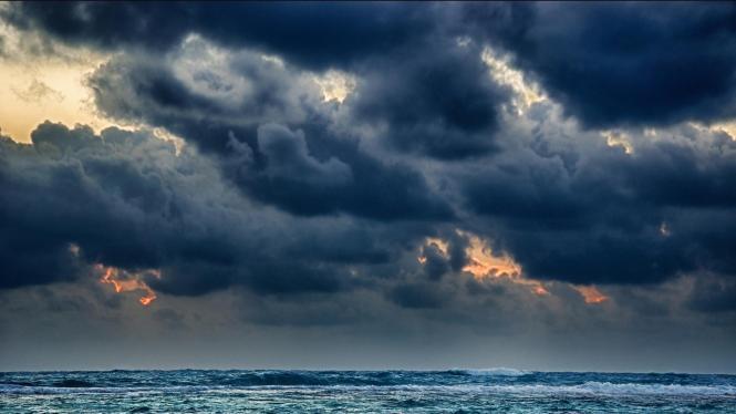 gloomy-sea-storm-wallpaper-53705ab92d002